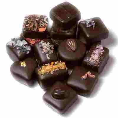 الشوكولا الداكنة تقلل احتمال الاصابة بأمراض القلب والأوعية الدموية