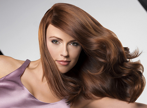 كيف تحصلين على شعر ناعم براق وصحي في آن واحد؟