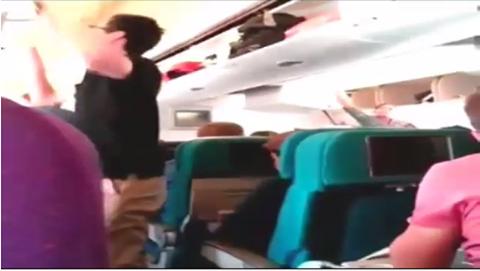 بالفيديو: لحظة إسقاط الطائرة الماليزية فوق أوكرانيا