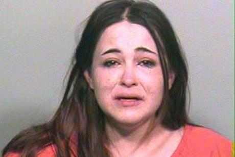 اعتقال فتاة مكسيكية بسبب اتصالها بحبيبها السابق 77 ألف مرة في أسبوع