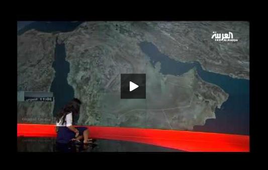 بالفيديو: سقوط مذيعة العربية أرضاً خلال تقديمها للنشرة الجوية