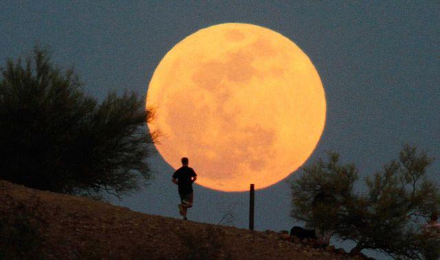 فيديو.. سكان الأرض على موعد مع القمر العملاق