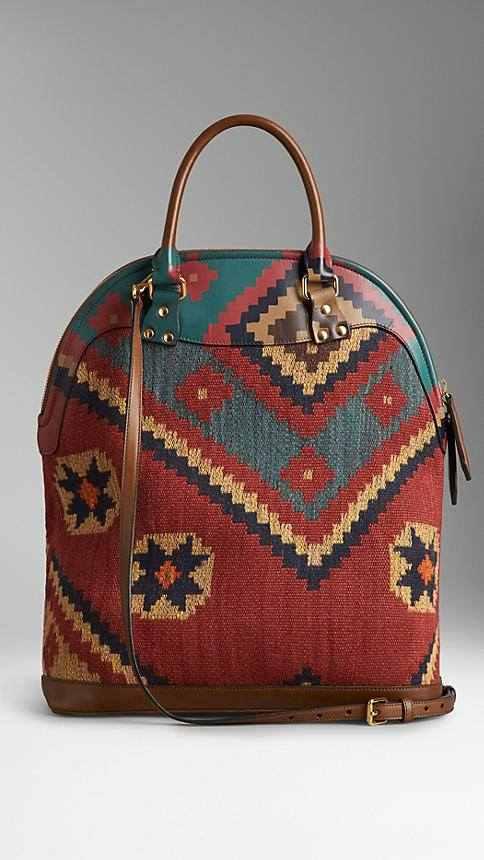 كولكشن جديدة من حقائب بربري مستوحاة من التراث