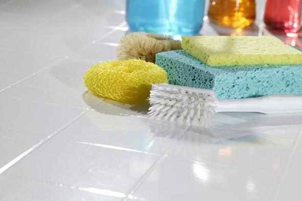 اصنعي منظف طبيعي للحمامات بسهولة