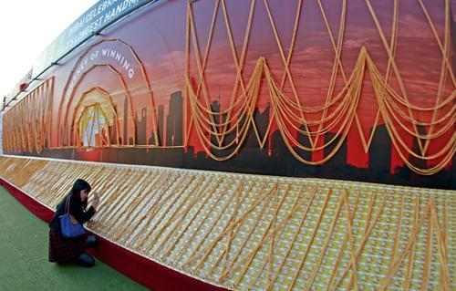 سلسلة دبي الذهبية بطول 5 كلم ورقم جديد في غينيس