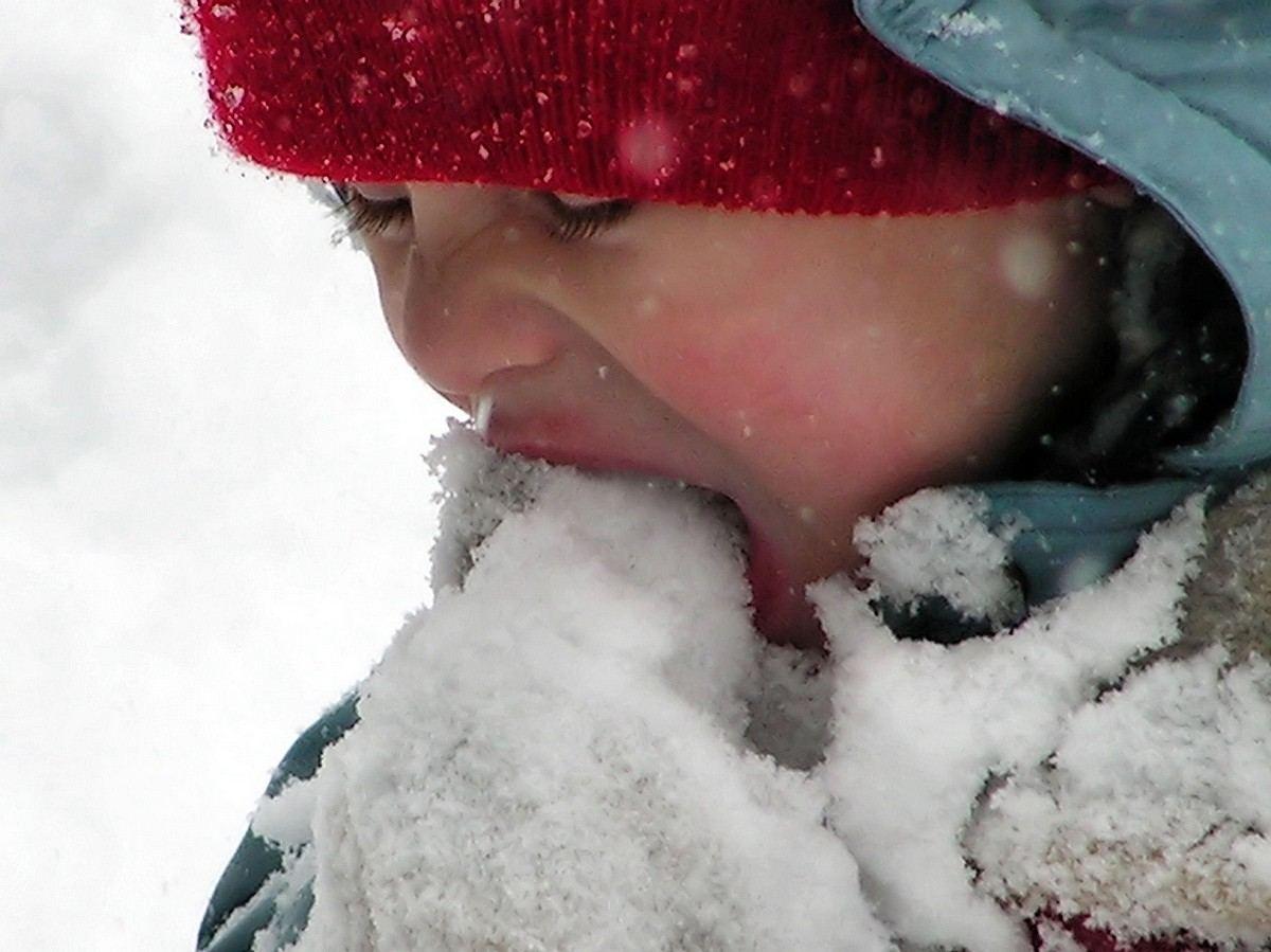 هل من الآمن أكل الثلج في فصل الشتاء ؟؟