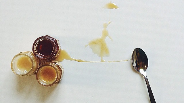 فنانة ايطالية ترسم بالعسل
