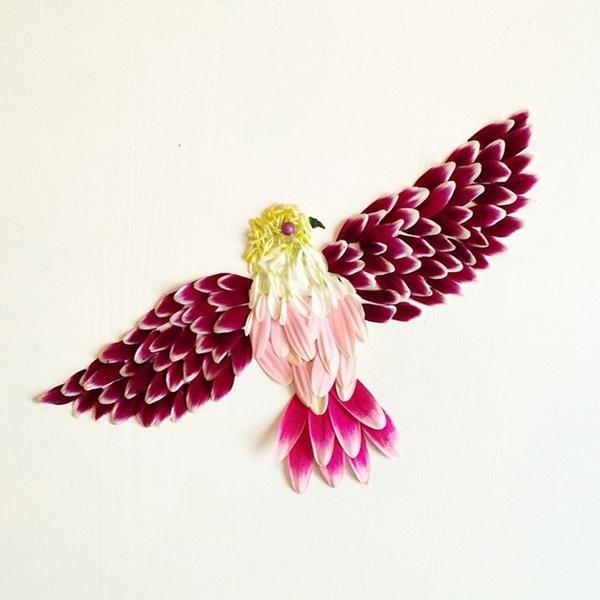 طائر جميل من اوراق الزهور