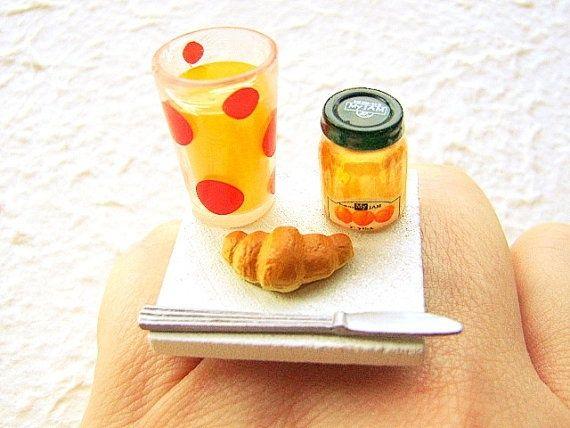 خاتم عصير مع كروسانة