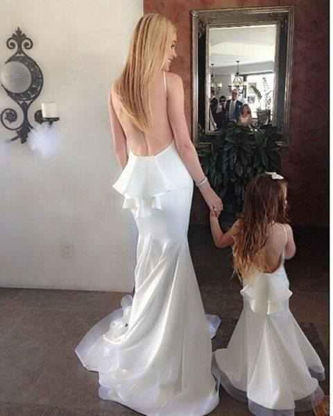 امهات و بنات بنفس الملابس
