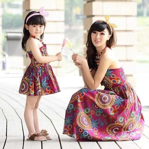 اطلالات ثنائية ساحرة لأمهات و بناتهن بنفس الملابس