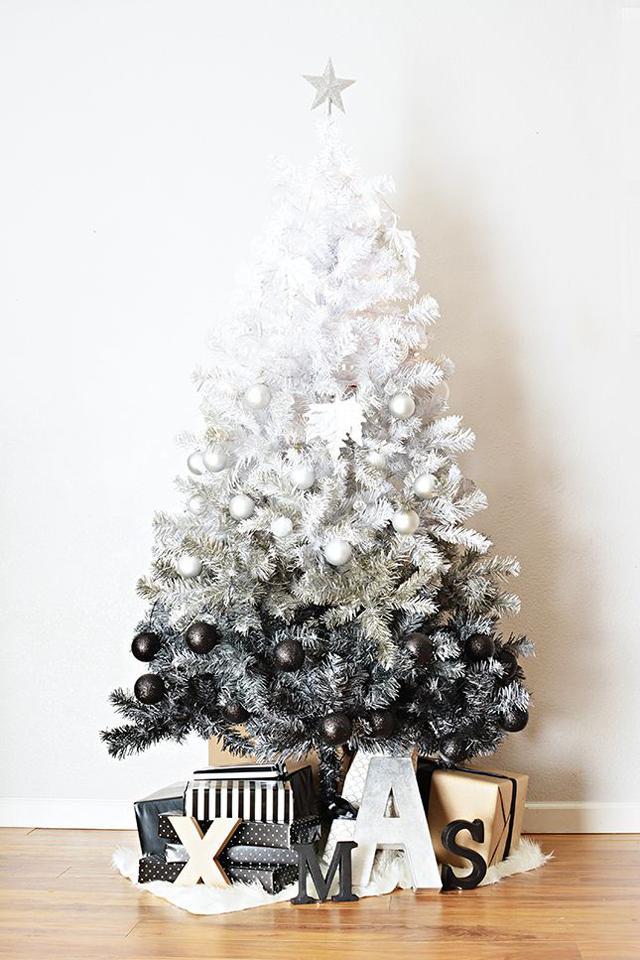 تزيين شجرة الكريسماس بعدة طرق لعيد ميلاد مميز