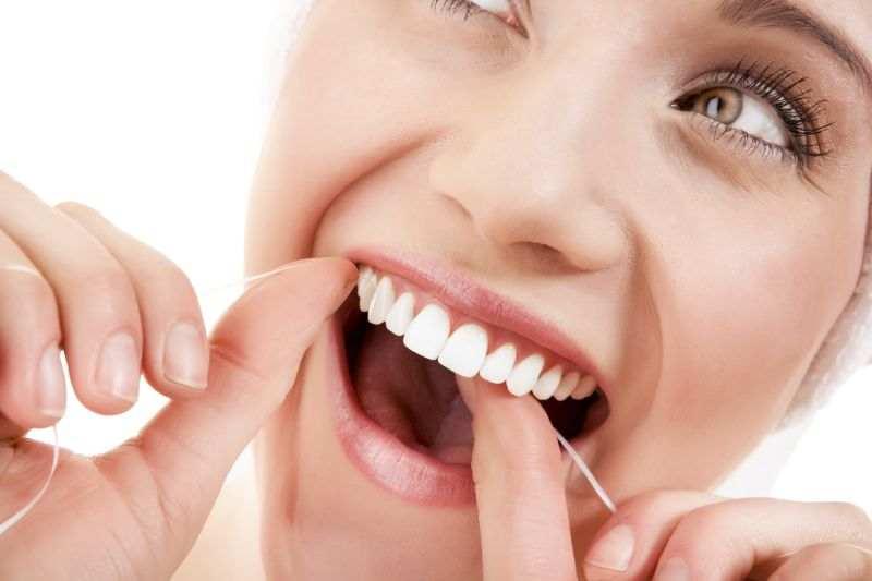 الخيط السني لتنظيف الاسنان