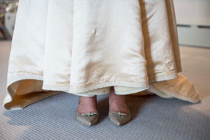 عروس ترتدي فستان عمره 120 سنة