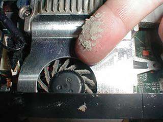 تنظيف اللابتوب من الغبار طريقة تنظيف المبرد