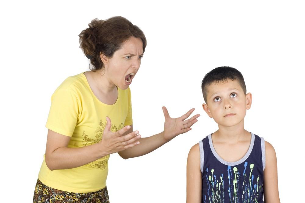 سلبيات الصراخ في تربية الطفل