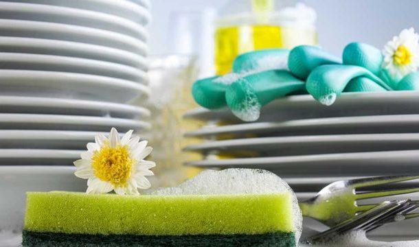 تحضير سائل الجلي في المنزل بمكونات بسيطة