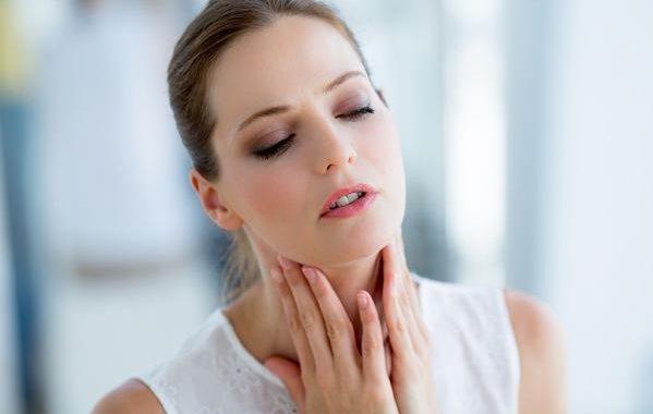 علاج التهاب الحلق طبيعيا بهذه الحلول الأربعة