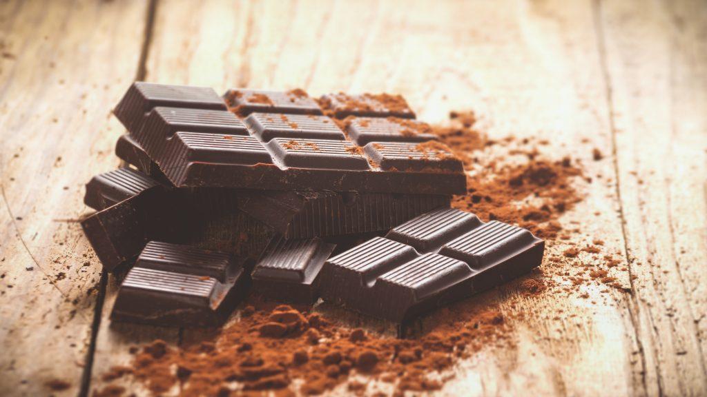 العلاقة بين الرجيم والشوكولاتة الداكنة